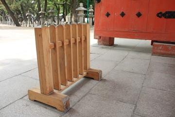 神社の木の柵