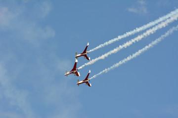 trois avions voltige