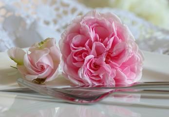 Tischromantik mit Rosen