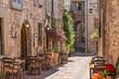 Tipico ristorante italiano nel vicolo storico - 66340662