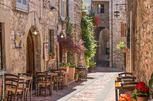 Leinwandbild Motiv Tipico ristorante italiano nel vicolo storico