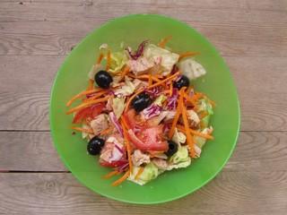 Ensalada de atún, tuna salad.