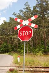 """Znak """"Stop"""", przejazd kolejowy"""