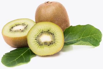 Whole and halves kiwi.