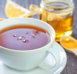 fresh tea with honey and lemon