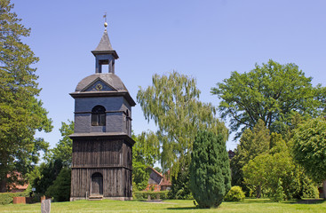 Glockenturm der Düshorner Kirche (Niedersachsen)
