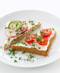Toast bread with quark cheese and vegetables