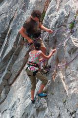 Due scalatori su roccia