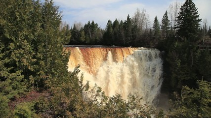 Wasserfall in den Bergen in Kanada in Ontario