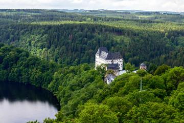 Schloss Burgk an der Talsperre Burgkhammer im Vogland