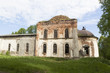 Разрушающийся храм Воскресения Христова в селе Липки