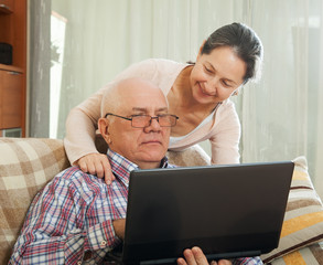 couple shopping at home via  Internet