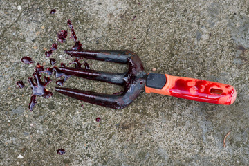 Shovel with blood looks awesome
