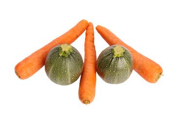 drei Karotten zwei Zucchini