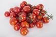 pomodorini a grappolo biologici appena raccolti
