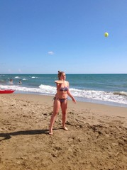 Giocare in spiaggia a racchettoni