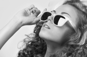 Fashion woman IN sun glasses