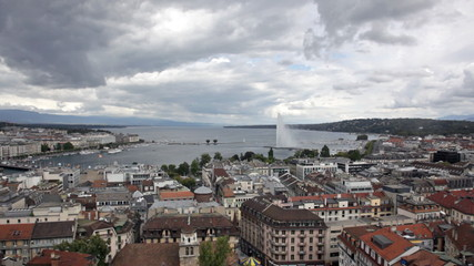 Fountain Jet d'Eau rises over the waterfront of Lake Geneva, Gen