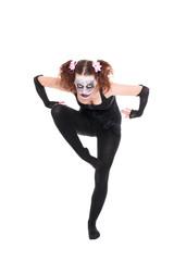 horror clown posiert vor weißem Hintergrund