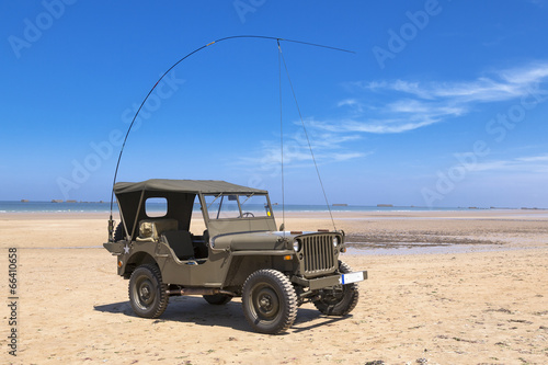 Poster Jeep Willys sur la Plage de Arromanches