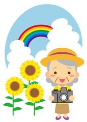 夏 撮影を楽しむおばあさん