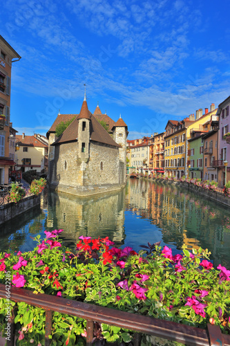Papiers peints Chateau Bridge over the canal