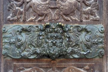 Démon sur la porte de l'église Saint-Ouen à  Rouen, France.