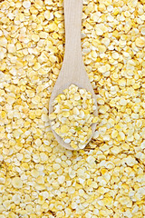 Pea flakes texture with a spoon