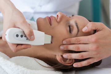 Ultrasound skin cleaning