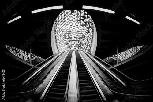Foto op Canvas Treinstation Moving escalator in the business center