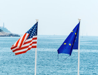 Fahnen der EU, Frankreichs und der USA