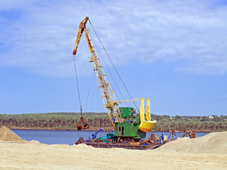 The work of the floating crane
