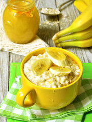 Oatmeal porridge with banana and honey.
