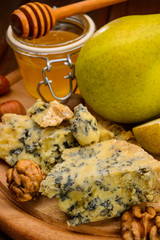 blue cheese with pears