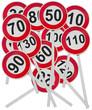 panneaux de limitation de vitesse sur poteaux