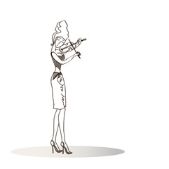 Girl playing the violin._