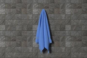 Blaues Handtuch im Badezimmer