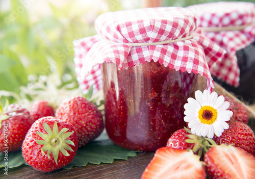 Fotobehang Picknick Strawberry jam home made