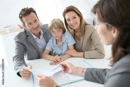 Family meeting real-estate agent to buy new home - 66481290