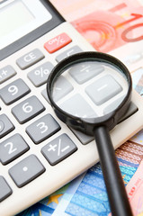 Calculator and magnifier for euro banknotes.