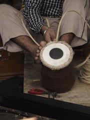 Lutier trabajando en Amritsar (India)