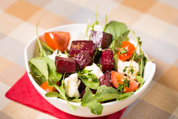 Salad of beets, arugula and mozzarella