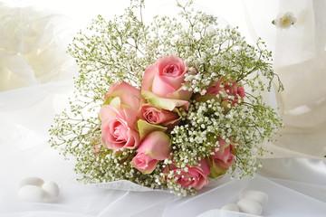 bouquet sposa e confetti
