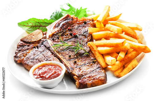 Tender grilled porterhouse or t-bone steak - 66522677