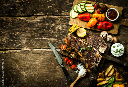 Aluminium Barbecue Colorful roast vegetables and grilled t-bone steak
