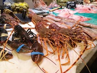 Langusten auf dem Markt in Mallorca