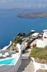 luxuriöse Aussicht von Terrassen auf Santorin, griechenland
