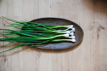 green onions on a bamboo tray