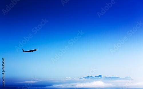 Leinwanddruck Bild airliner in the stratosphere