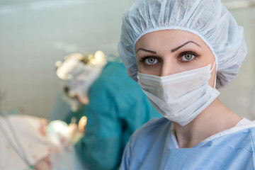 the nurse in the mask in the operating room